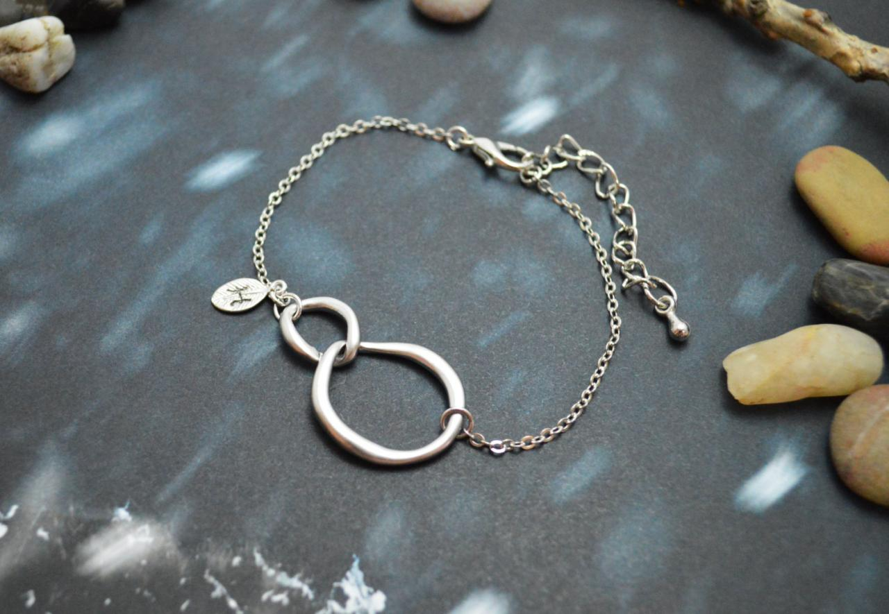 C-028 Interlocking initial bracelet, Personalized bracelet, Infinity bracelet, Simple bracelet, Rhodium plated/Everyday jewelry/