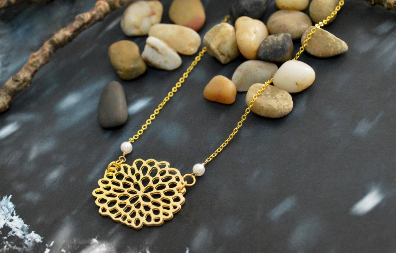 A-055 Hydrangea flower necklace, Simple necklace, Pendant necklace, Pearl necklace, Gold plated/Bridesmaid gifts/Everyday jewelry/